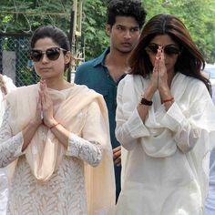 Shilpa and Shamita shetty arrive for their father's last rites in Mumbai.... God bless the good soul Surendra shetty #teatime #work #wednesday #shilpashetty #shamitashetty #rip #instadaily #instagood #love #actor #movie