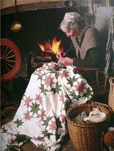 Another Tasha Tudor, working on that quilt, and I love the basket by her side. Vie Simple, Tudor House, Arte Floral, Hand Quilting, Vintage Photos, Illustrators, Vermont, Sewing, Retro