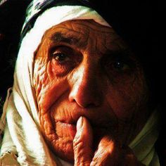 Ölüler toprağa gömülür, Hatıralar ...! Hatıralar yüreğe..   Abdurrahim Karakoç