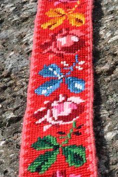Jeg har begynt på mitt andre stakkeband! Eller det er jo egentlig en god stund siden jeg begynte, men har tatt det fram igjen nå. S... Folklore, Mittens, Needlework, Oriental, Cross Stitch, Embroidery, Band, Belts, Crafts