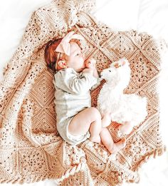 Twin Baby Girls, Cute Baby Girl, Cute Babies, Baby Kids, Fall Baby Pictures, Baby Photos, 2 Month Old Baby, Wishes For Baby, Baby Puppies