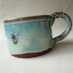 Love the color, the shape, the bee.love this Bee Mug