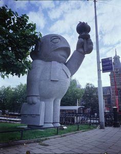 Dadara - Grey man near Rijksmuseum in Amsterdam