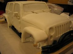 Awesome photo tutorial on how to make a jeep cake.  Love it!