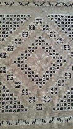 Hardanger Embroidery, Embroidery Patterns, Swedish Weaving, Bargello, Macrame, Diy And Crafts, Bohemian Rug, Crafty, Christmas Ornaments