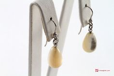 Extra Mother of Pearl Earrings 8x13mm in Gold 18K Orecchini Madreperla Extra 8x13mm in Oro 18K #jewelery #luxury #trend #fashion #style #italianstyle #lifestyle #gold #silver #store #collection #shop #shopping #instagood #instacool #instafashion  #showroom #mode #chic #love #loveit #lovely #style #all_shots #beautiful #pretty #madeinitaly #bestoftheday #instaphoto #instagood #earrings #earringsforsale