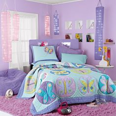 Foto de habitación de niña adolescente con motivos lila, morados
