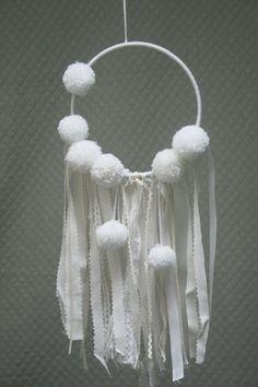 Attrape-rêves dreamcatcher pompon blanc