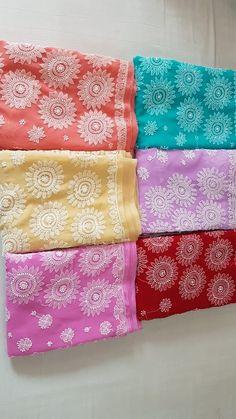 Fabulous Chikankari sarees with heavy pallu Kareena Kapoor Khan, Kurtis, Sarees, Quilts, Blanket, Clothes, Design, Outfits, Blankets