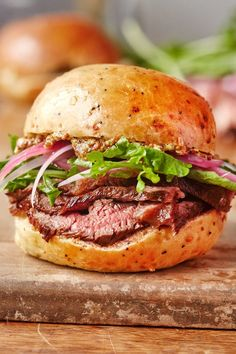 If You Are Looking For A Truly Delicious Sandwich, Then This Amazing Sirloin Steak Sandwich Is Perfect For You! Most of us eat sandwiches for a quick and simple lunch. Steak Sandwich Recipes, Steak Recipes, Steak Sandwiches, Healthy Recipes, Cooking Recipes, Cooking Bacon, Slow Cooker Roast, Tomato Cream Sauces, Steak Bites