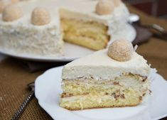 Creamy RAFFAELLO cake with chopped almonds, ice cream cones and tender coconut flakes - Creamy RAFFAELLO cake with chopped almonds, ice cream cones and tender coconut flakes - Food Cakes, Cupcake Cakes, Candy Recipes, Sweet Recipes, Dessert Recipes, Raffaello Cake Recipe, Snickers Torte, Almond Ice Cream, Candied Almonds