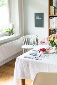 Die Perfekten Stühle Für Das Esstimmer   Mit Eames U0026 HAY | Glückliche  Gesichter, Glückseligkeiten Und Ladung