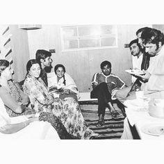 Amrish Puri, Sunil Dutt, Waheeda Rehman, Vinod Khanna, Old Film Stars, Vintage Bollywood, Amitabh Bachchan, Old World Charm, Behind The Scenes