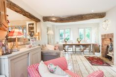 Yes, it's true! This gorgeous home, tucked away in the Cotswolds, used to be a sweet shop! Can you imagine anything better for a previous l...