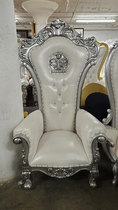 King Throne Chair, King On Throne, Royal Throne, Sofa Chair, Armchair, Carving Designs, Chair Design, Chairs, Velvet