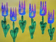 Dipingere con una forchetta è semplicissimo: una volta scelto il soggetto da rappresentare, si intinge la forchetta nel colore desiderato e la si poggia sul foglio, imprimendo la sagoma. Qui trovi qualche idea per ispirarti.