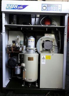 Máy nén khí trục vít Mitsui Seiki 7.5 kW có hệ thống tách ẩm, hàng Nhật Bản đã qua sử dụng.