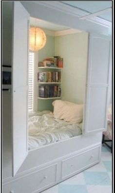 I could stay in this little nook and read without distraction ! Do you think anyone would come looking for me ??? ;)