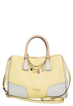 bolsa amarilla con blanco cierre de imán accesorios decorativos Guess 2014  Bolsos De Moda 882cfc6e6378