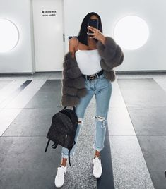 If you're looking for girls outfits, you should definitely make sure that you do some looking around online before making your final choice to shop in a shop. This super casual outfit is quite simple to accomplish but still appears… Continue Reading → Mode Outfits, Trendy Outfits, Fashion Outfits, Womens Fashion, Fashion Trends, Airport Outfits, Fashion Ideas, Fashion Styles, Hipster Outfits