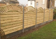 Pallet Fence Patterns - Bing Images CONCRETE gravel boards and concrete posts---food for thought. Seems like a damn good idea, minus the wavy top! Pallet Fence, Diy Fence, Fence Ideas, Fence With Lattice Top, Outdoor Spaces, Outdoor Living, Concrete Posts, Pallet Crafts, Pallet Projects