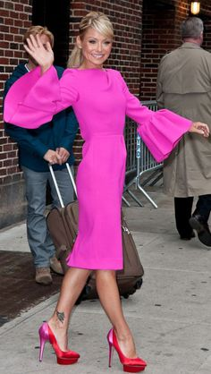 Kelly Ripa. Dress & Pumps!