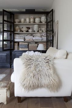 Urban Industrial Decor Tips From The Pros Have you been thinking about making changes to your home? Are you looking at hiring an interior designer to help you? Urban Loft, Living Spaces, Living Room, Interiores Design, Home And Living, Interior Inspiration, Interior And Exterior, Home Goods, Sweet Home