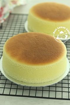 Japanese cotton cheesecake by Diana's desserts recipe is very popular in online community. Earlier i don't bother the look of this cheesec...