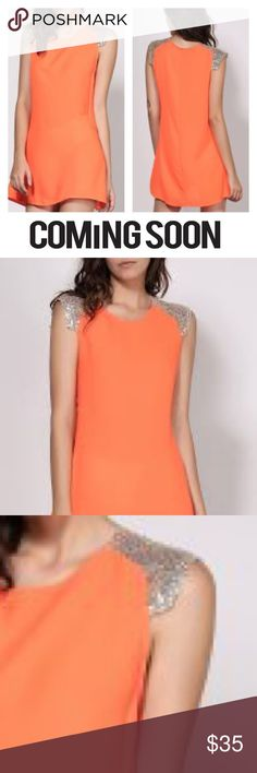 Attractive Scoop Neck Vivid Color Sequins Dress Material	Polyester Silhouette	A-Line Dresses Length	Mini Neckline	Scoop Neck Sleeve Length	Sleeveless Embellishment	Sequined XL	bust 41, waist 40 hips 45 length 32 Dresses Mini