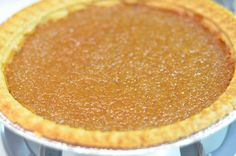 This sugar pie is as Canadian as Poutine is. Easy-peasy to make! This French Canadian Sugar Pie is as Canadian as Poutine. Super easy to make as well.Just don't overcook the egg! Canadian Dishes, Canadian Food, Canadian French, Canadian Cuisine, Canadian Recipes, Sugar Cream Pie Recipe, Cream Pie Recipes, Sugar Tart Recipe, Easy To Make Desserts