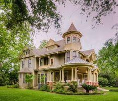 100s of Victorian Homes http://pinterest.com/njestates/victorian-homes/ Thanks…