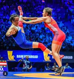 Olympic Wrestling, College Wrestling, Human Poses Reference, Photo Reference, Wrestling Quotes, Dynamic Poses, Female Wrestlers, Sport Photography, Action Poses