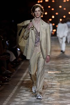 Inspired by the unique spirit of the artist, a new menswear look from the HUGO Spring/Summer 2018 show