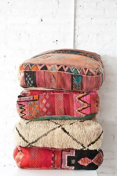 DIY Floor Pillows: Take old couch cushions and cover them with moroccan/boho inspired fabric Home Decor Accessories, Decorative Accessories, Moroccan Floor Pillows, Giant Floor Pillows, Deco Boheme, Diy Décoration, Moroccan Style, Home And Deco, Bohemian Decor