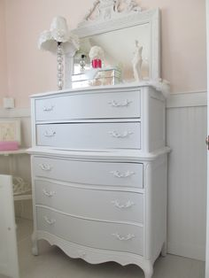 rustoleum chalk paint grey and white linen. Furniture, Painted Furniture, Farmhouse Dining Room, Vintage Home Decor, White Painted Furniture, Home Decor, Rustoleum Chalk Paint, Redo Cabinets, Sheesham Wood Furniture