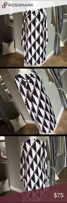 "👗🌹🐻Diane Von Furstenberg beautiful dress 👗 Gorgeous print beautiful silk dress 👗 by Diane Von Furstenberg so comfy and cute on perfect condition length is 37""❤️ Diane von Furstenberg Dresses"
