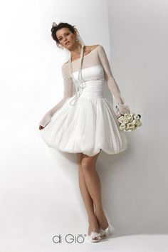 Di Gio... I could never get married in a short dress but I love this.