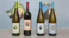 """""""Abgezapft und orginalverkork(s)t"""" - zum 90. Geburtstag von Loriot am 12. November 2013 kommen die Fantasie-Weine auch in den heimischen Weinkeller. Zu bestellen sind sie unter www.pahlgruberundsoehne.de. Die Erlöse gehen an das DRK Bremen."""