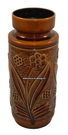 Vloervaas 70/40  Gemerkt aan onderkant 70/40  Model: 70 Hoogte: 40 cm. zie: http://www.retro-en-design.nl/a-42362072/aardewerk/vloervaas-70-40/
