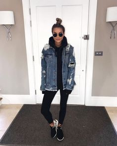 25 Athletic Fashion Looks To Wear Now - Winter Outfits Legging Outfits, Leggings Outfit Fall, Jean Jacket Outfits, Jacket Style, Denim Jacket Outfit Winter, Pants Outfit, Oversized Denim Jacket Outfit, Athleisure Outfits, Outfit Ideas With Leggings