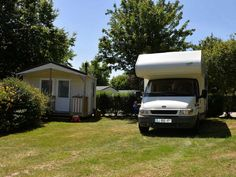 Emplacements 4 fleurs + sanitaire privé - Baden Camping, Recreational Vehicles, Brittany, Flowers, Campsite, Camper, Campers, Tent Camping, Rv Camping