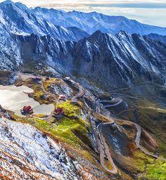 Transfăgărășan - Vara e ca iarna Turism Romania, Romania Travel, Wonderful Places, Beautiful Places, Places To Travel, Places To Visit, Natural Phenomena, Best Cities, Eastern Europe