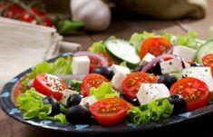 Греческий салат с моцареллой http://mirpovara.ru/recept/2410-grecheskij-salat-s-mocarelloj.html Традиционно греческий салат готовят с фетой или брынзой, однако мы предлагаем немного уклониться от ... Ингредиенты: • Моцарелла - 250г. • Перец болгарский красный - 2шт. • Огурец - 3шт. • Помидоры черри - 10шт. • Лук репчатый - 1шт. • Маслины б/к - 100г. • Лимон - 1/2шт. • Листья салата - 100г. • Масло оливковое - 100мл. • Соль - по вкусу • Перец черный молотый - по вкусу • Орегано - по вкусу…