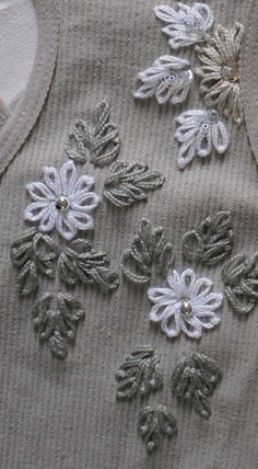 Marvelous Crewel Embroidery Long Short Soft Shading In Colors Ideas. Enchanting Crewel Embroidery Long Short Soft Shading In Colors Ideas. Embroidery Leaf, Hand Embroidery Videos, Embroidery On Clothes, Hand Work Embroidery, Embroidery Flowers Pattern, Flower Embroidery Designs, Simple Embroidery, Hand Embroidery Stitches, Creative Embroidery