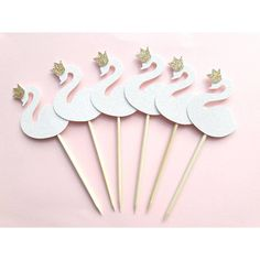 Swan Paper Straws Amount : 12 Cupcake Toppers Details: - Pearl Irridescent Glitter Swan - Gold Glitter Crown All colors and custom requests welcome by direct message! Ballerina Birthday Parties, Baby Girl First Birthday, First Birthday Parties, First Birthdays, Happy Birthday, Birthday Party Centerpieces, Shower Bebe, Baby Shower Princess, Cupcake Party