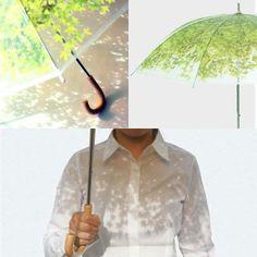 """L'#artigianato e il #design ci vengono in aiuto anche quando il tempo non è dei migliori. Nella foto """"Komorebi"""", l'ombrello foglia ideato da Fumito Kogure e Shinya Kaneko. www.mostrartigianato.it"""