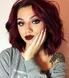 Check out these 30 Edgy Hair Color ideas & their Makeup looks! Get inspired and try them! Read the article now! Check out these 30 Edgy Hair Color ideas & their Makeup looks! Get inspired and try them! Read the article now! Pelo Color Vino, Pelo Color Borgoña, Color Red, Burgundy Colour, Aubergine Hair Color, Rojo Color, Wine Hair, Cool Hair Color, Edgy Hair Colors