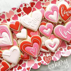 Hearts in a heart valentine cookies Valentine's Day Sugar Cookies, Fancy Cookies, Heart Cookies, Iced Cookies, Cute Cookies, Cupcake Cookies, Valentines Day Cakes, Valentine Cookies, Cookie Icing