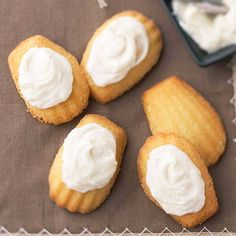 Wow your guests with these traditional French cookies! More fabulous French desserts: http://www.bhg.com/recipes/ethnic-food/french/french-desserts/?soscsrc=bhgpin060913madeleinecookies=14