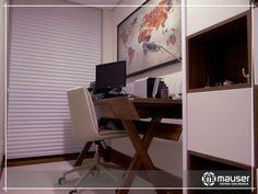 Inspiração! Este home office lindo, de cores sóbrias, desperta o sentido de seriedade e concentração.  Na mesa e nos nichos, foi utilizado o MDF Ipê Amarelo da marca Masisa.